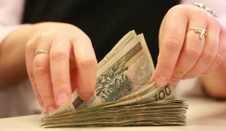 Ile można zarobić w Koszalinie? Jaką pensję może otrzymać spawacz, sprzątaczka, magazynier, mechanik samochodowy, pielęgniarka i przedstawiciele wielu