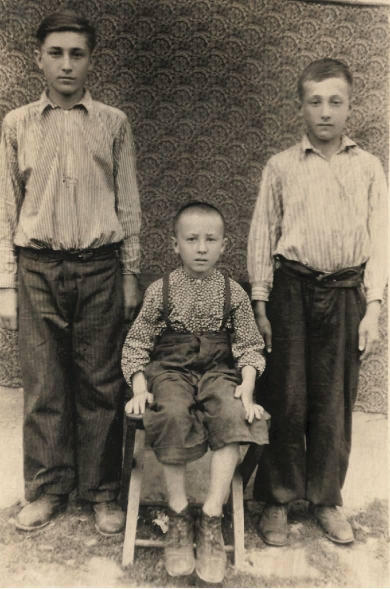 Rydoduby, rok 1952. Bracia Borowscy, od lewej: Wojciech, August i Zenon