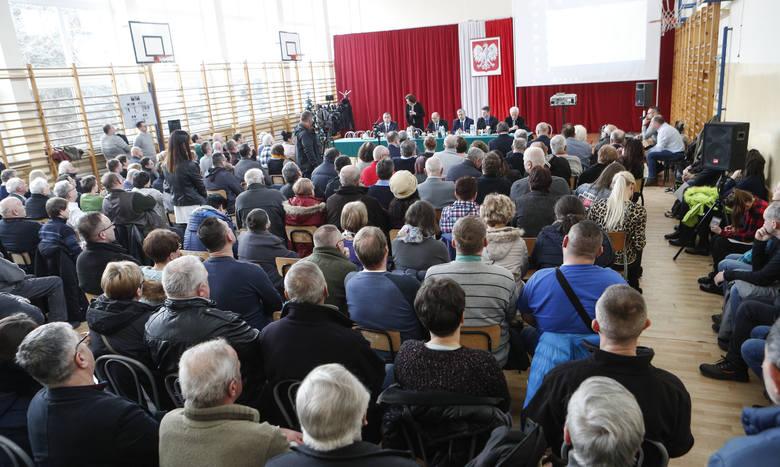 Spotkanie Prezydenta Rzeszowa i Wojewody podkarpackiego z mieszkańcami Zwięczycy.