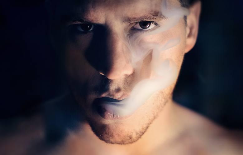 Negatywny wpływ palenia papierosów na kondycję skóry zauważono już w 1856 r. Wówczas zaobserwowano, że cera palaczy jest szara, ziemista i pomarszczona.