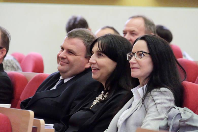 Rada miejska Białegostoku rozpoczęła swoje obrady o godz. 9 rano