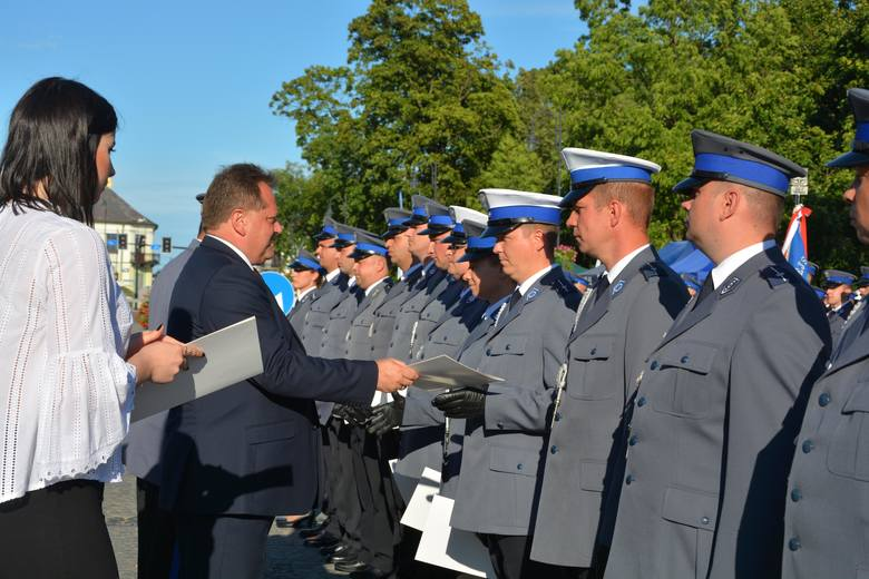 Święto policji w Suwałkach. Był uroczysty apel (zdjęcia)