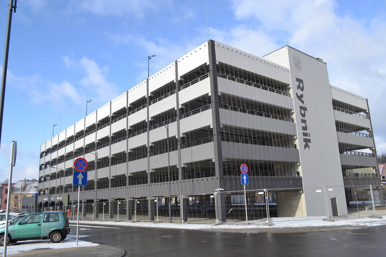 W Rybniku miejski parking wielopoziomowy droższy niż parkingu przy galeriach. Ceny za parkowanie