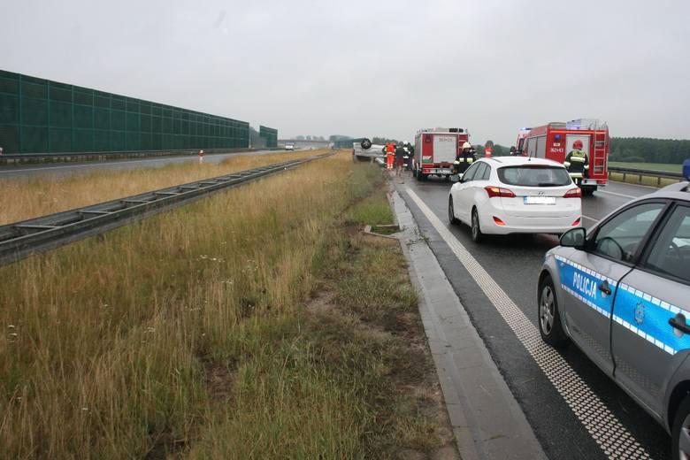 Do wypadku doszło około godz. 10 na autostradzie A1 na wysokości miejscowości Szewo. Jadący mercedesem vito muzycy dachowali, jechali w kierunku Łodzi,