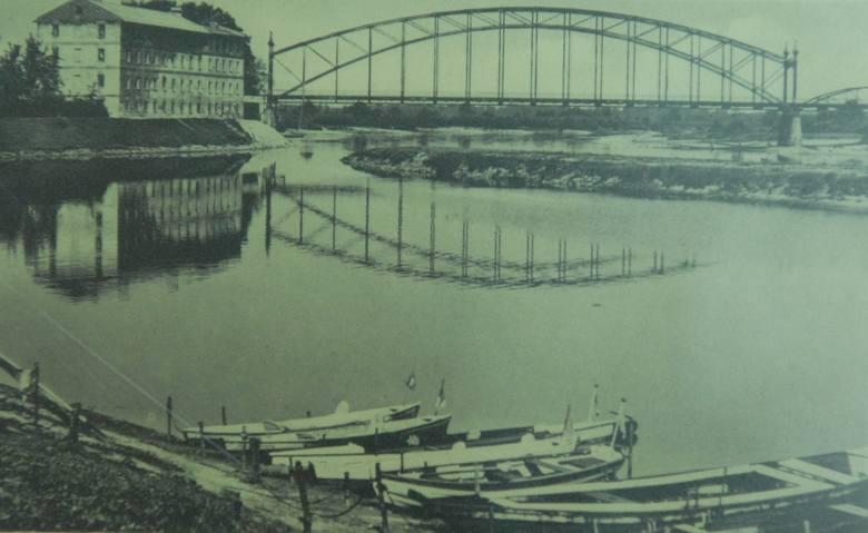 Opłata mostowa stanowiła całkiem pokaźna kwotę w budżecie miasta. Z przeprawy korzystali handlowcy, turyści, ale przede wszystkim mieszkańcy obu brzegów