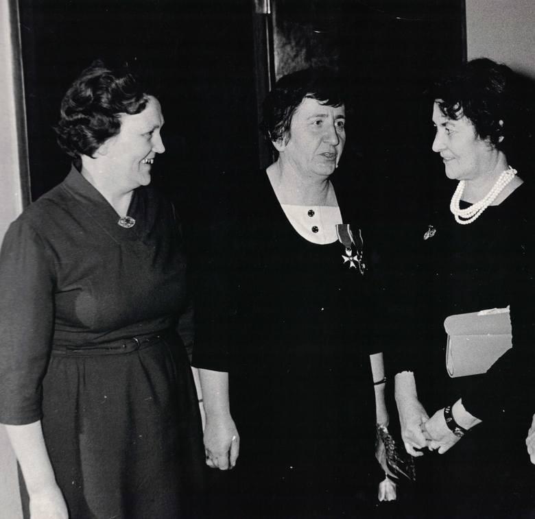 Tak świętowano Dzień Kobiet w marcu 1969 roku w Bydgoszczy. Życzenia paniom złożył sekretarz KM PZPR Tadeusz Stolzman.