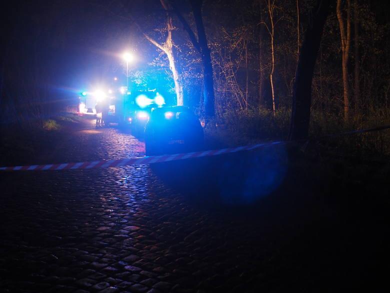 """Na miejscu tragedii pracowały łącznie cztery zastępy straży pożarnej. Strażacy przyznają, że """"widok był makabryczny""""."""