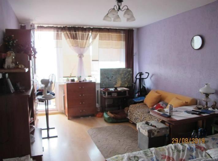 Lokal mieszkalny stanowiący odrębną nieruchomość, położony w Będzinie, przy ul. Narutowicza 2/75, opisany w KW nr KA1B/00043710/6. Dodatkowy opis: Lokal