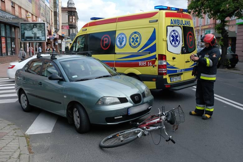 Do zdarzenia doszło we wtorek po godz. 9 w Przemyślu. Kierujący seatem, 68-letni przemyślanin wyjeżdżając z ul. Kraszewskiego nie ustąpił pierwszeństwa