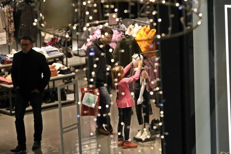 Jak będą czynne sklepy w Wigilię i święta Bożego Narodzenia 2019 w Toruniu? Do której godziny będą otwarte sklepy i gdzie zrobimy zakupy w okresie świątecznym?