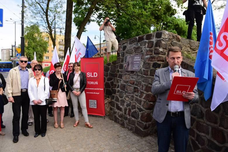 Jak co roku Sojusz Lewicy Demokratycznej zorganizował w Toruniu wiec z okazji Święta Pracy. Uroczystość pierwszomajową zorganizowano na al. Solidarności