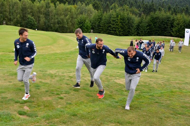 Piłkarze ręczni PGE VIVE Kielce wrócili z obozu w Arłamowie i znów wyjeżdżają. Tym razem na sparingi do Niemiec, Holandii i Belgii