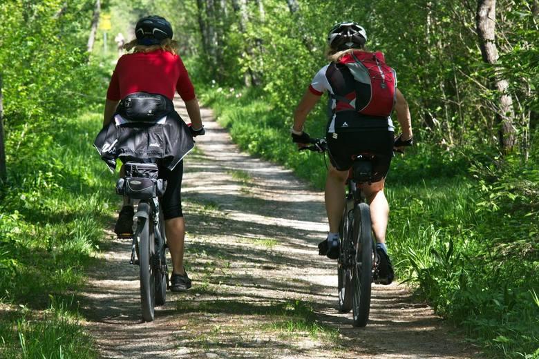 Green Velo - wschodnia PolskaNajdłuższa trasa rowerowa w Polsce. Wiedzie przez pięć województw: warmińsko-mazurskie, podlaskie, lubelskie, świętokrzyskie
