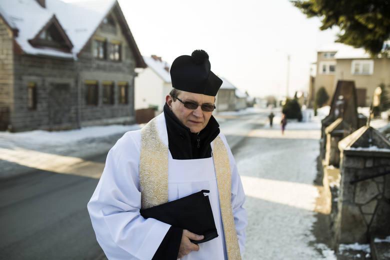 W Bydgoszczy około 15 procent rodzin nie przyjmuje kolędy. Ile dać księdzu na tacę i na kolędzie? W naszym województwie wierni rzucają na tacę zazwyczaj