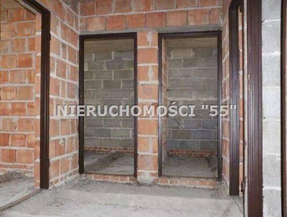 <strong>8. Dom za 280 000,00 zł <br /> 1 299,61 zł/m2 </strong><br /> Powierzchnia w m2: 215.45<br /> Powierzchnia działki w m2: 602<br /> Do sprzedania dom jednorodzinny, piętrowy, w stanie surowym zamkniętym.<br /> Dom o powierzchni użytkowej 108,11 m kw,<br />