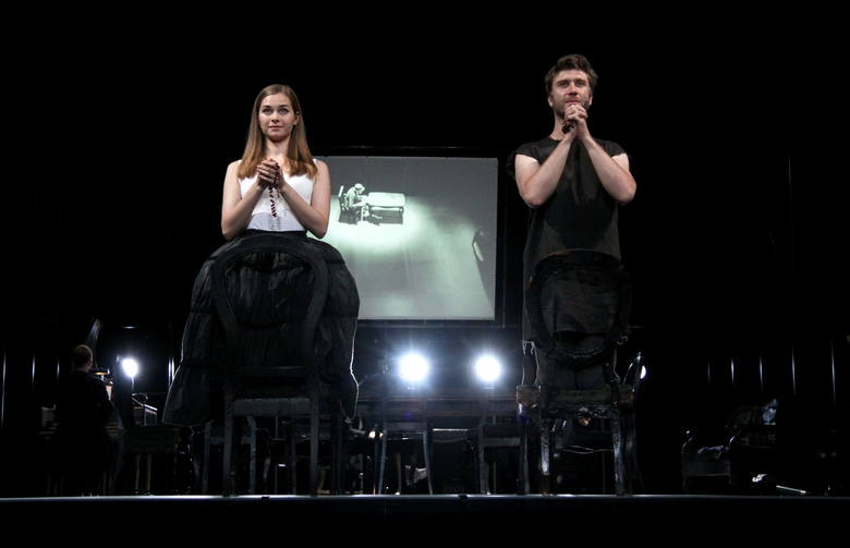 Halszka Lehman w roli Marianny i Wojciech Rusin jako Orgon, nieszczęsna ofiara manipulacji Tartuffe'a