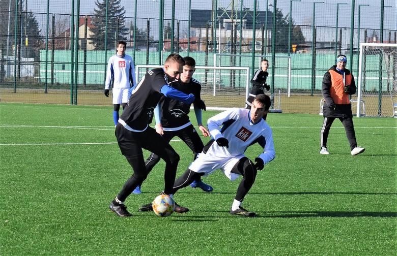 Igloopol Dębica pokonał rezerwy Stali Mielec 5:0 (1:0) w meczu sparingowym rozegranym w Mielcu. Bramki dla zespołu z Dębicy zdobyli Przemysław Nalepka