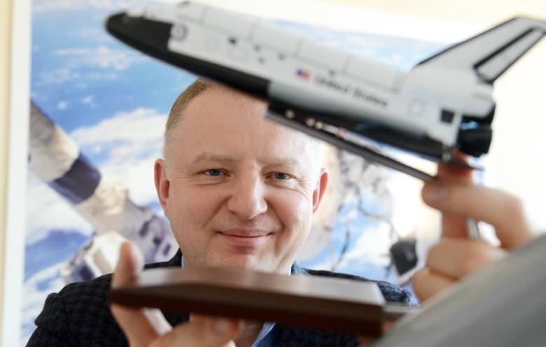 Zygmunt Trzaskowski założył przedsiębiorstwo Hertz Systems w 1989 roku. Dziś jest dyrektorem generalnym spółki. Firma zaczynała, montując instalacje