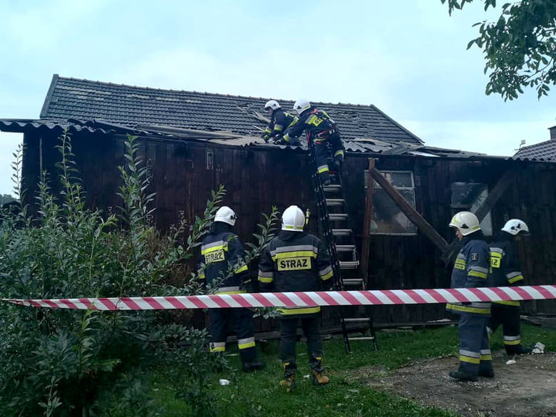 Męcina. Burza zerwała dachy z budynków. Strażacy w akcji AKTUALIZACJA