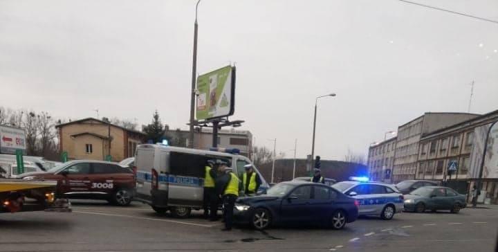 Przed godziną 7 na skrzyżowaniu ulic Fordońskiej i Fabrycznej doszło do zderzenia samochodu osobowego z tramwajem. Na miejscu zdarzenia nie ma już żadnych