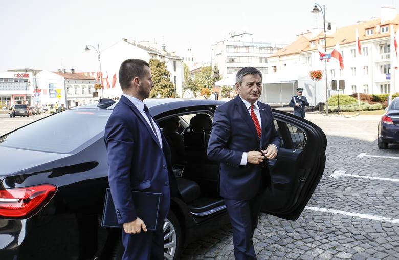W pierwszym kwartale tego roku Kancelaria Sejmu planuje ogłosić przetarg na zakup sześciu samochodów osobowych. Orientacyjna wartość zamówienia to 731 tys. zł. Na zdjęciu marszałek Sejmu Marek Kuchciński.