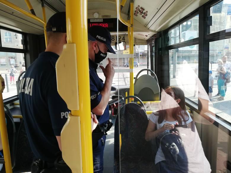 Więcej kontroli w autobusach i tramwajach. Policjanci sprawdzą czy nosimy maseczki