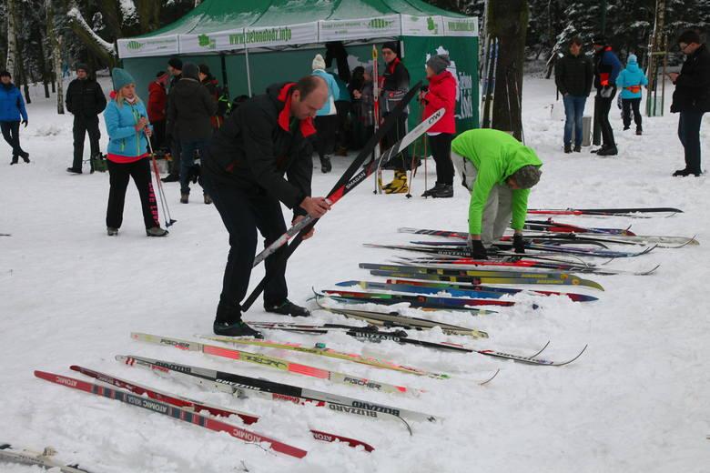 Biegówki na Zdrowiu. Łodzianie korzystali z śnieżnej soboty