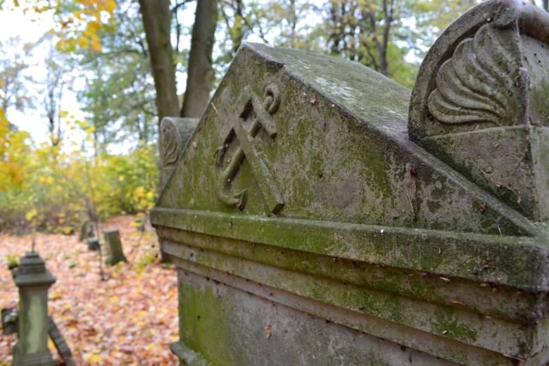 Menonickie cmentarze na Żuławach
