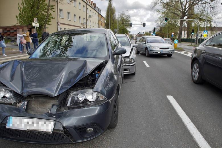 Dzisiaj (5 maj) przed południem na ulicy Szczecińskiej doszło do zdarzenia drogowego. Udział w kolizji wzięły trzy samochody osobowe.Jesteś świadkiem