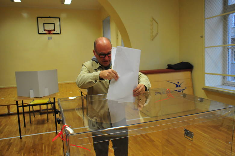 Wybory samorządowe 2018. Kardynał Stanisław Dziwisz oddał głos [ZDJĘCIA]