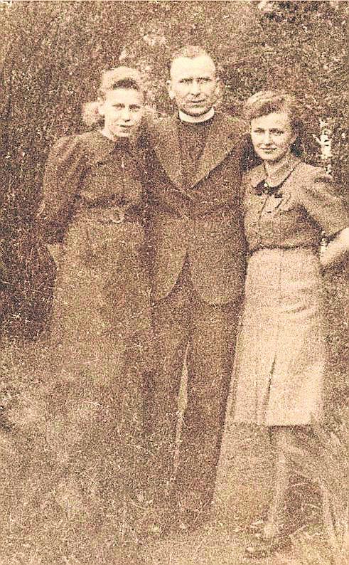 Do wojny Joachim Gürtler ukończył pierwszy rok Śląskiego Seminarium Duchownego. Pisał z więzienia do rodziny z nadzieją, że kiedyś się spotkają. Nie