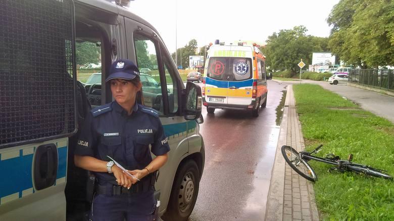 Jak wynika ze wstępnych ustaleń policji, 21-letni kierowca lanosa omijał busa, który zatrzymał się przed przejściem. Wtedy młodzieniec w koreańskim aucie