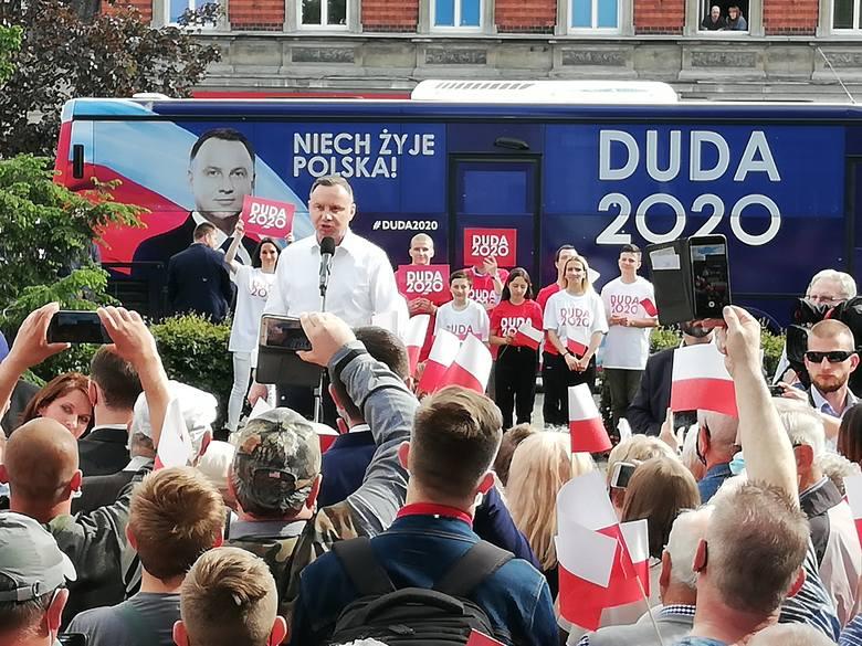 """Gorąco na wiecu wyborczym Andrzeja Dudy w Solcu Kujawskim. """"Długopis!"""" - skandowali niektórzy [wideo]"""