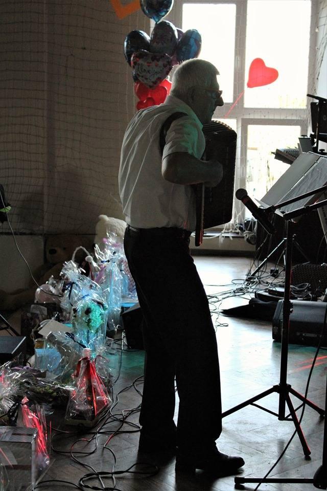 """""""Sołtys Starego Kurowa wraz z Radą Sołecką i mieszkańcami: dziękujemy za udział w koncercie charytatywnym: Zbieramy dla Jasia oraz za zaangażowanie i okazane serce"""" - wiadomość tej treści dostaliśmy od organizatorów. Koncert odbył się w niedzielę 20 października w Szkole Podstawowej im...."""