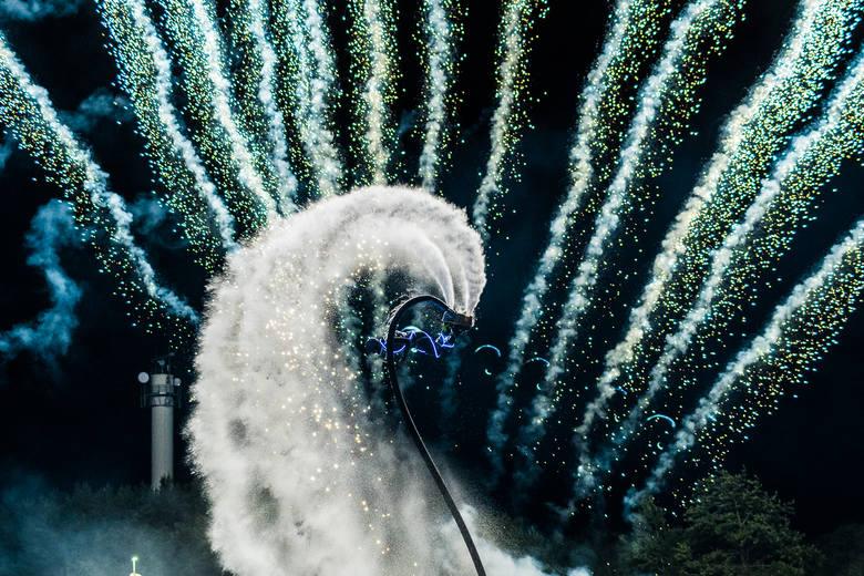 Columbus Festiwal Wiatru w Ustce rozpoczął się w czwartek. W sobotę wieczorem kilka tysięcy osób mogło zobaczyć niesamowity spektakl na zwieńczenie kilkudniowej