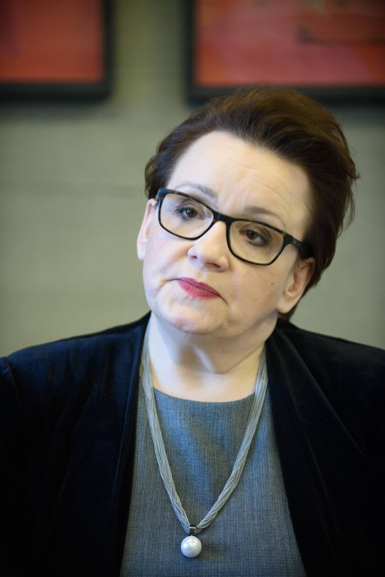 Minister Anna Zalewska uważa, że reforma edukacji to same plusy. Czy rzeczywiście, czas pokaże...