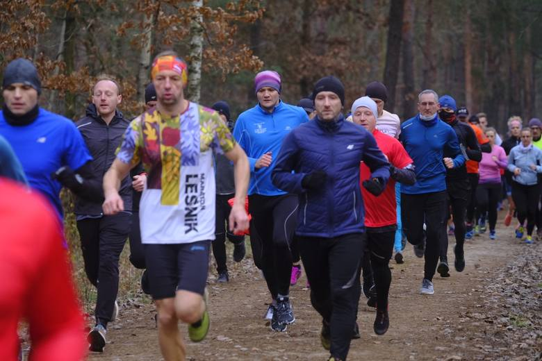 Tradycyjnie, jak w każdą sobotę, miłośnicy biegania spotkali się już o 9 rano i pobiegli na dystansie 5 kilometrów w lasku Na Skarpie. Na starcie nie