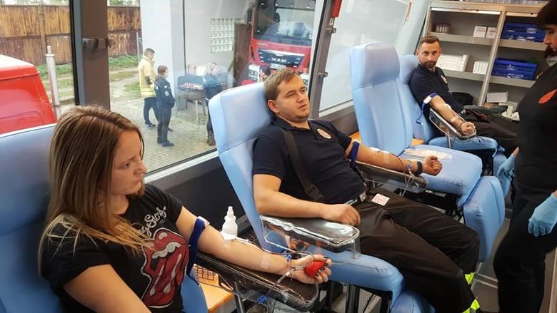 W dniu dzisiejszym (5 października) w Potęgowie strażacy OSP Potęgowo, OSP Główczyce oraz OSP Damnica oddawali krew w krwiobusie. Zobacz zdjęcia.