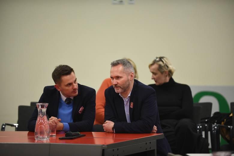 """W hotelu Meeting przy Arenie Toruń odbyło się pierwsze wydarzenie z cyklu """"Rozmów przy okrągłym stole"""". Organizatorzy chcieli sprawdzić, jak wpływają"""