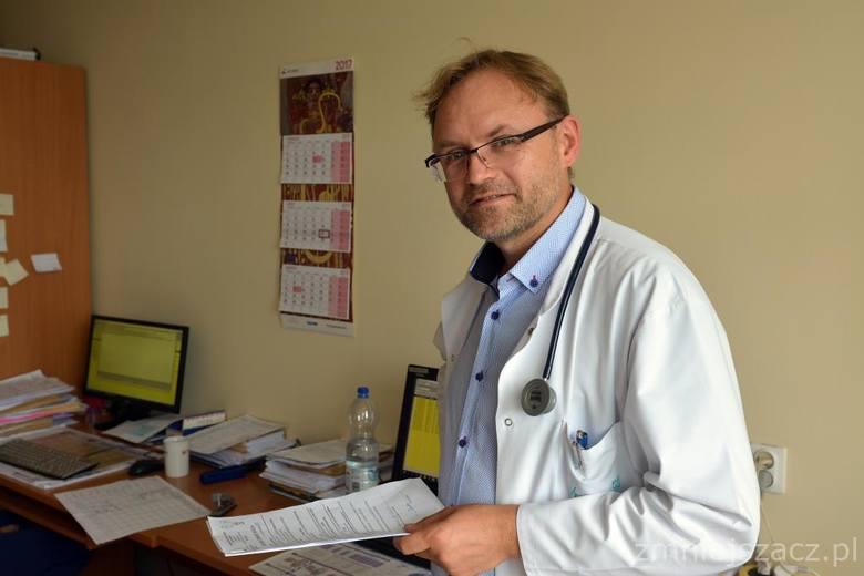 Dr n. med. Piotr Centkowski jest ordynatorem oddziału onkologii klinicznej i hematologii w szpitalu w Białej Podlaskiej. Posiada specjalizację z chorób