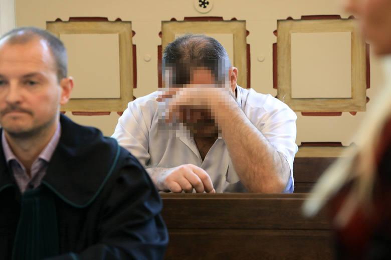 Oskarżony Mariusz G. całą wczorajszą rozprawę siedział ze spuszczoną głową. Grozi mu do 8 lat więzienia