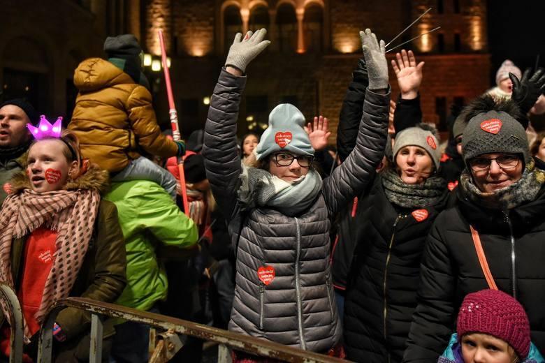 Finał WOŚP Poznań 2019 - kto wystąpi na koncertach przed Zamkiem? Zobacz rozpiskę 27. finału Wielkiej Orkiestry Świątecznej Pomocy