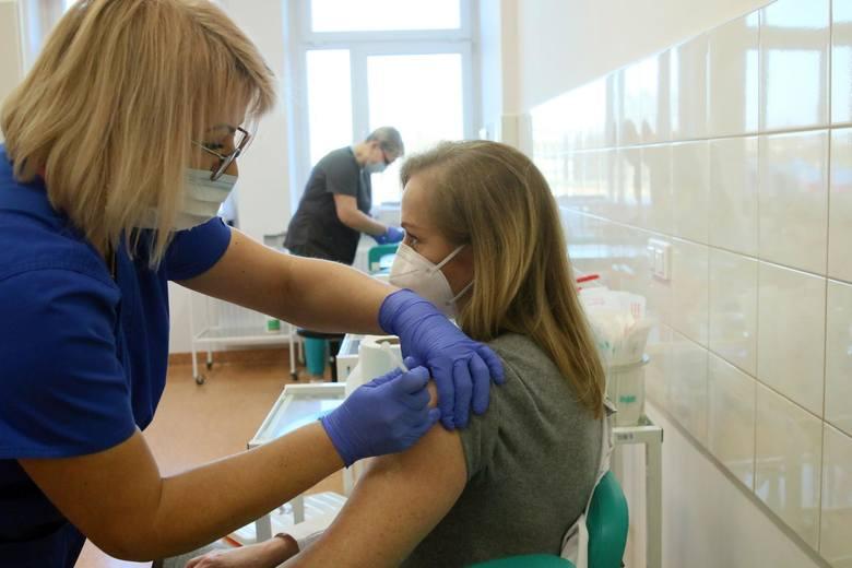 Szczepionkę dostaną tylko ci, którzy wrócili do stacjonarnej nauki