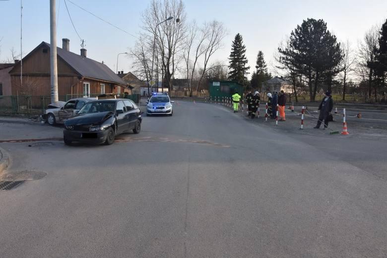 Do wypadku doszło w czwartek w Oleszycach na skrzyżowaniu ul. Krótkiej z ul. 3-go Maja. Pracujący na miejscu policjanci wstępnie ustalili, że 41-letni