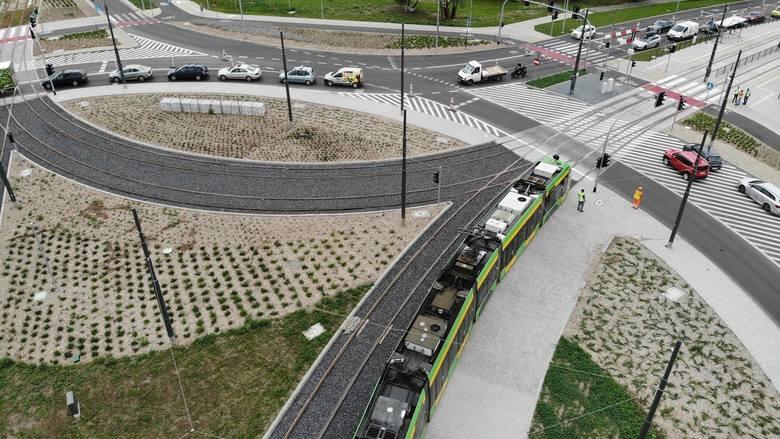 Czy tramwaje powróciły po miesiącach nieobecności na Górny Taras Rataj? Na razie pierwsze bimby testowały nową trasę, jadąc także przez rondo Żegrze.