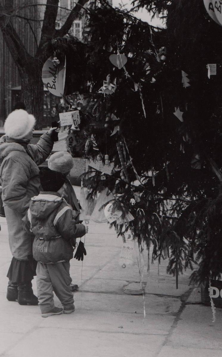 Przed laty specjalnym balonem dziecięce listy i rysunki wysyłaliśmy prosto spod Ratusza Staromiejskiego w Toruniu do krainy św. Mikołaja