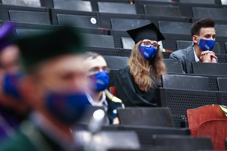 Absolwenci tych uniwersytetów zarabiają najwięcej. Jak wypadł UZ?
