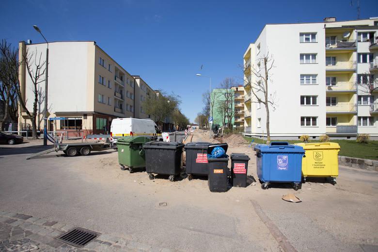 Zarząd Infrastruktury Miejskiej informuje, że w związku z zakończeniem wykonania pierwszych dwóch warstw bitumicznych jezdni ulicy Mostnika udrożniono