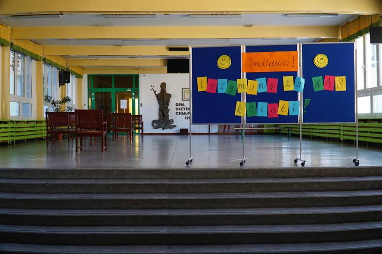 Do egzaminu ósmoklasisty 2020 w Szkole Podstawowej nr 11 przystępuje 52 absolwentów.Zobacz:Egzamin ósmoklasisty 2020: Matematyka - Zobacz ARKUSZ, ZADANIA