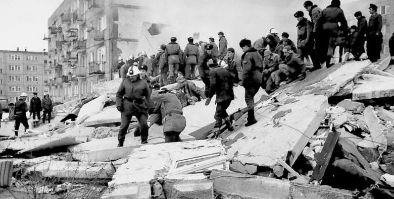 Potężny wybuch poderwał na nogi wielu mieszkańców Retkini,  którzy przerażeni patrzyli na kłębowisko dymu i ognia unoszącego się nad płytami, plątaniną